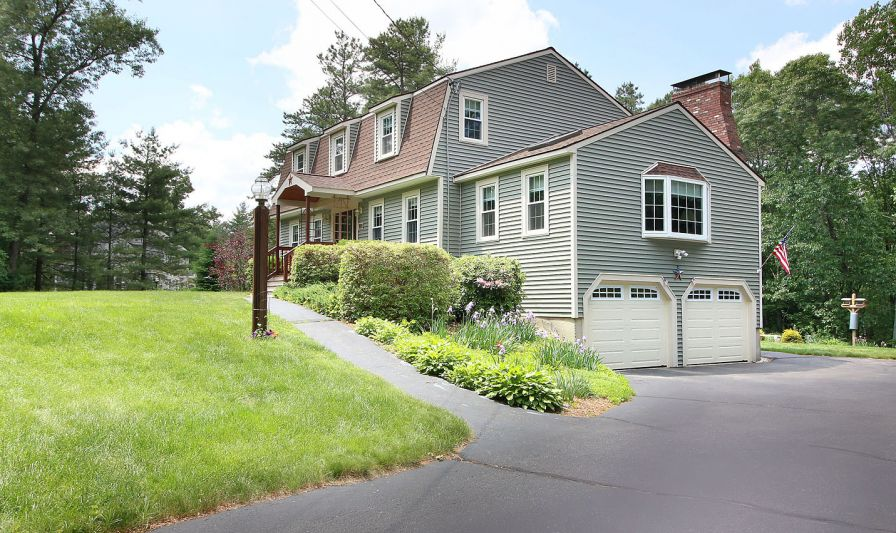 NEW LISTING - GROTON $410,000