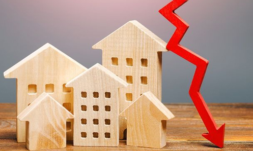 Image of wooden houses with downward pointing red arrow