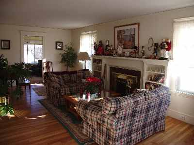23 Baker Ave Beverly Living Room