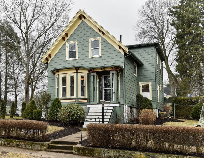 Melrose Common Colonial