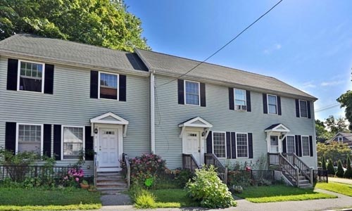 Two bedroom Townhouse for rent in Reading, MA - exterior of home shown