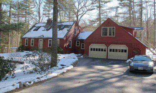 8 Allens Avenue, Lee, NH 03861