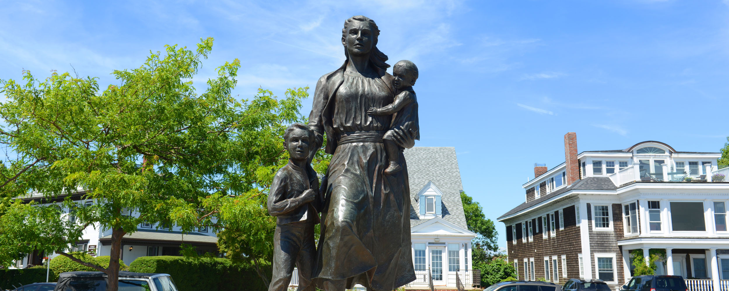 Famous Fishermen's Wives statue that stands in Gloucester, MA