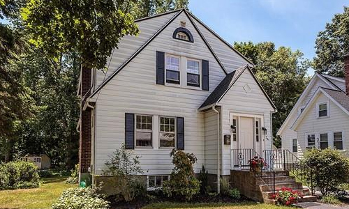 24 Pinevale Avenue Reading, MA 01867