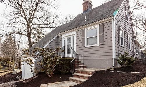 4 West Hill Circle, Reading, MA 01867